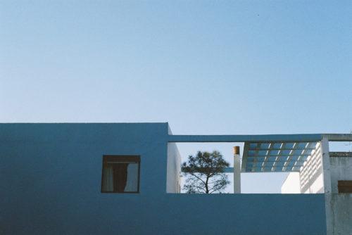 Galerie d'art - La cité Frugès Pessac - Maison bleue - Poetico photographie argentique